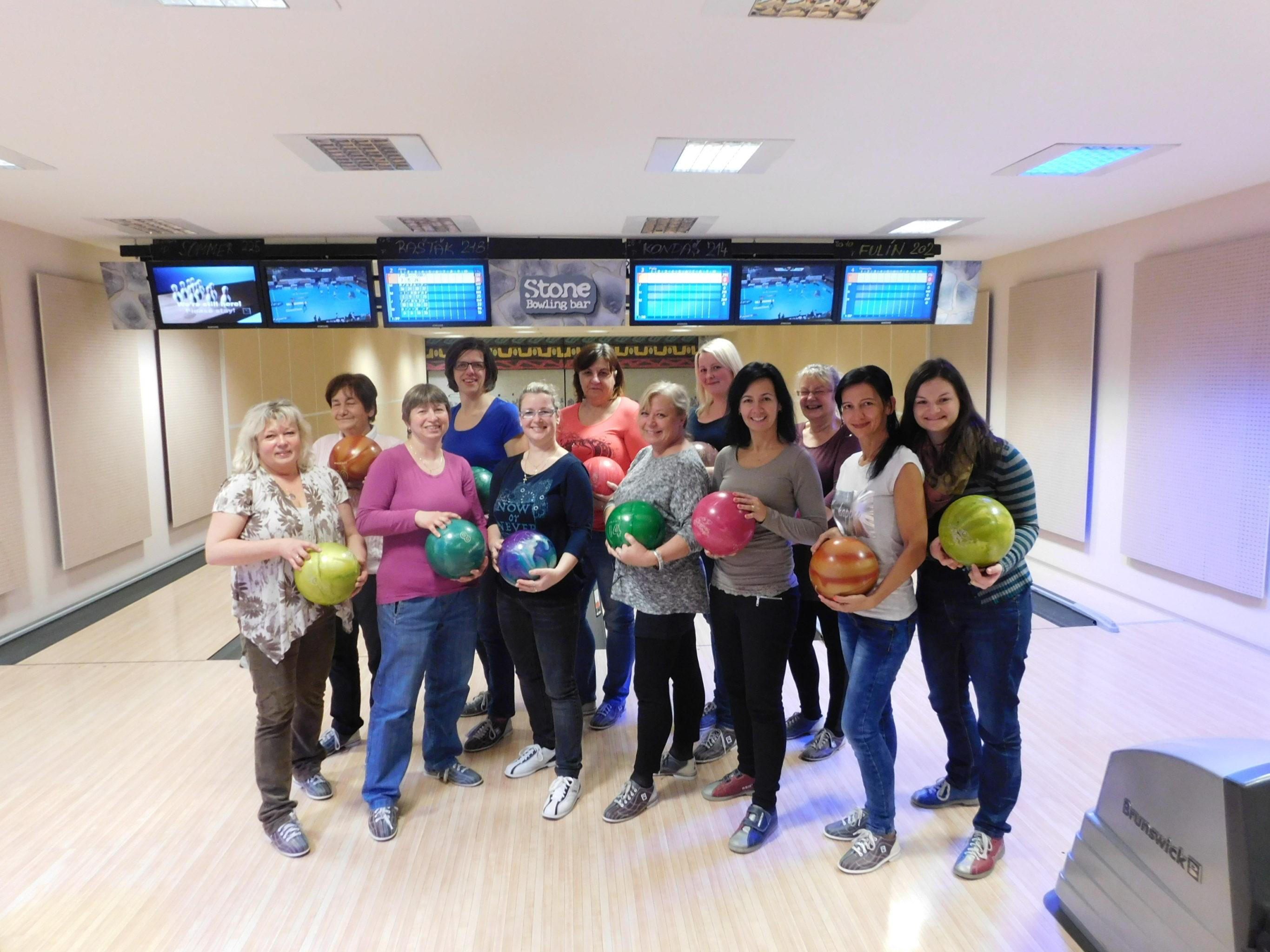 Vánoční večírek na bowlingu